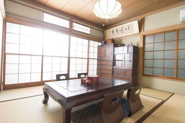 旅館和室の座卓