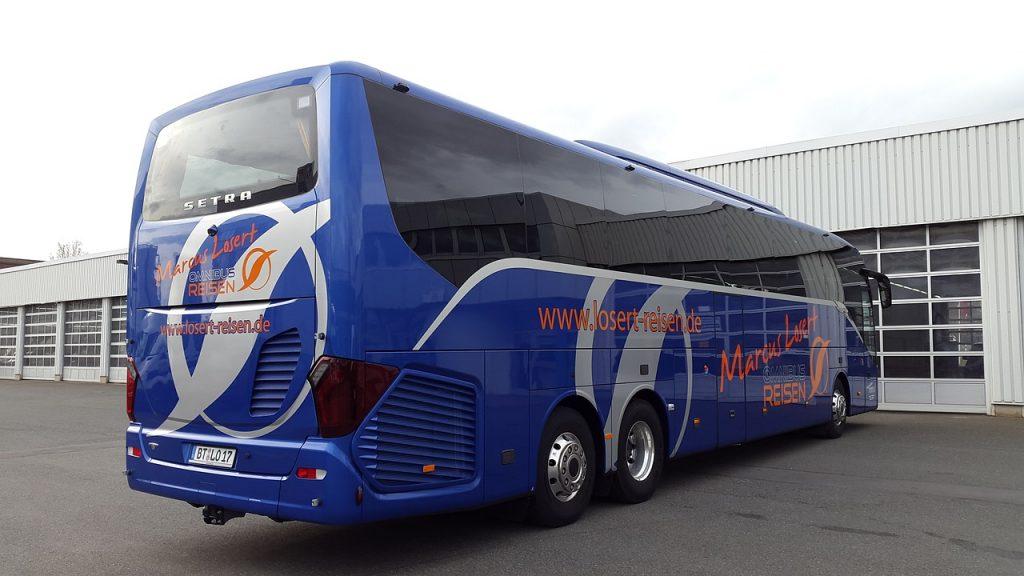 バス車体の広告
