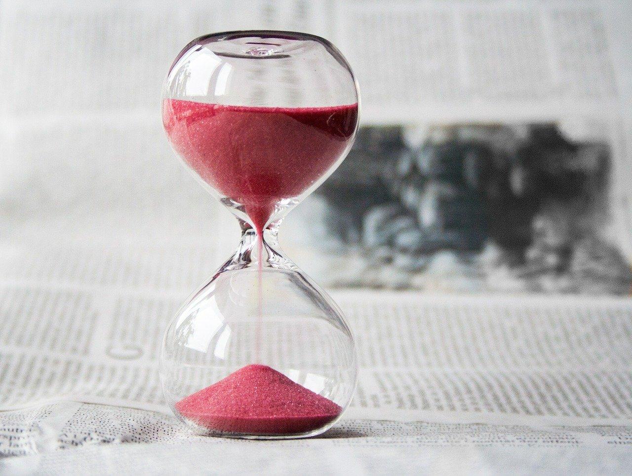 赤い砂の砂時計